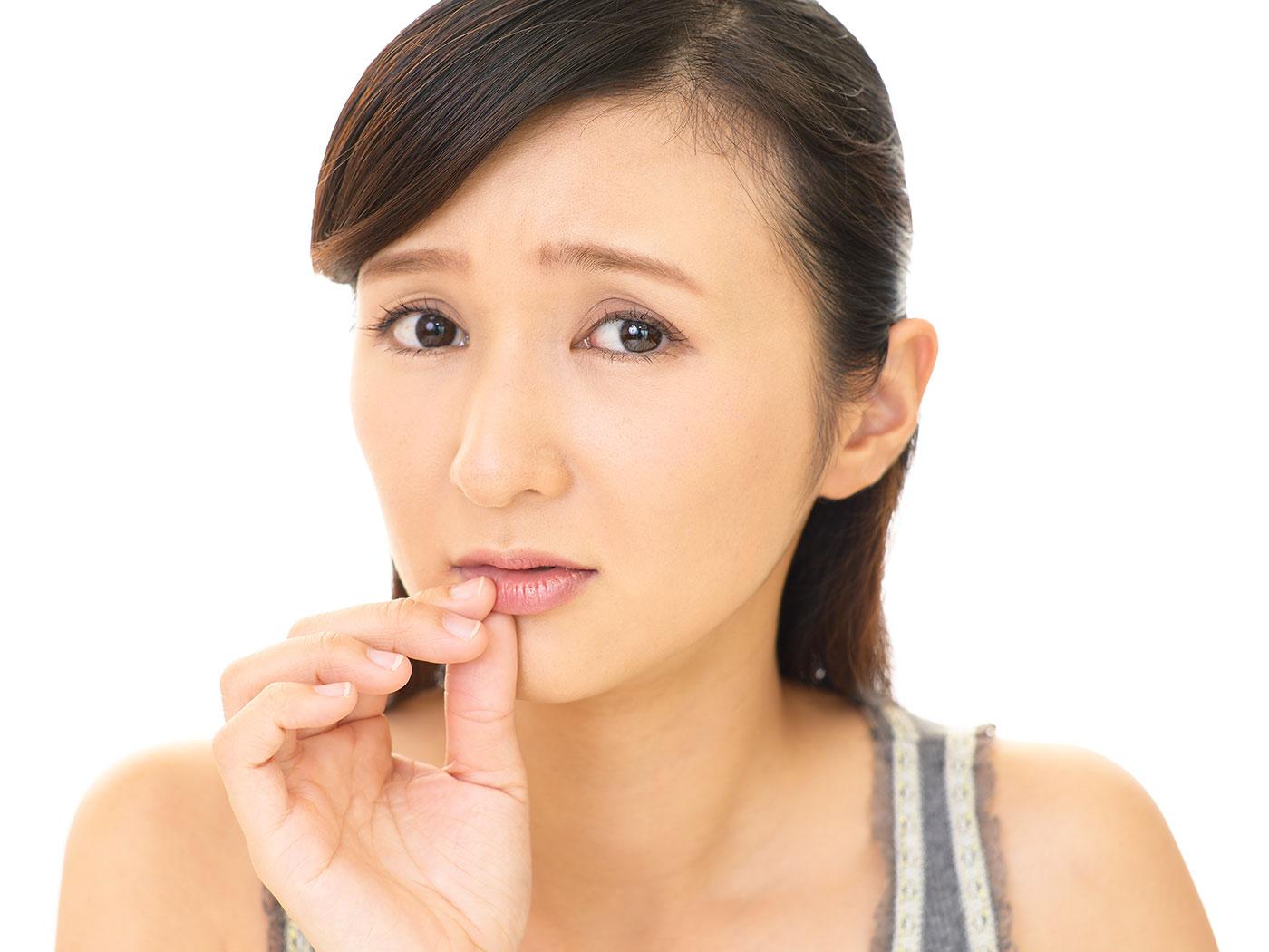 前歯に口紅がつく、口が臭い…それってもしかして?