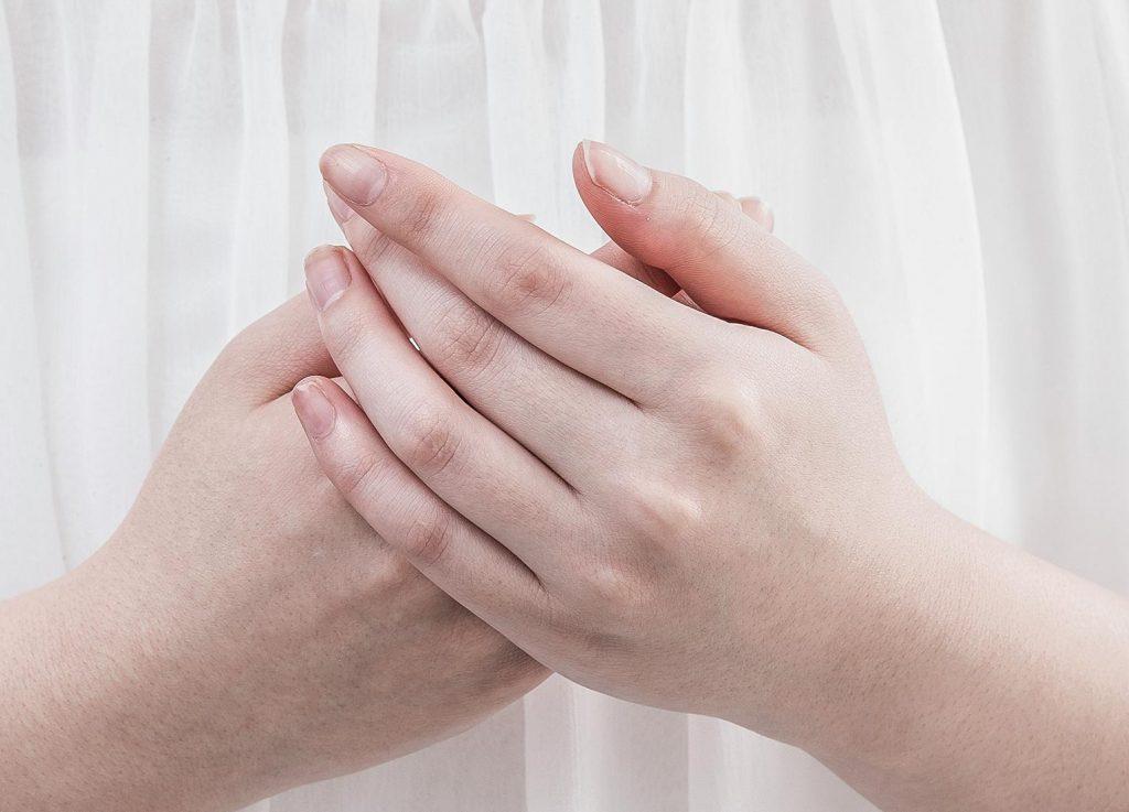 手指の乾燥対策は、カラダの外側と内側から!